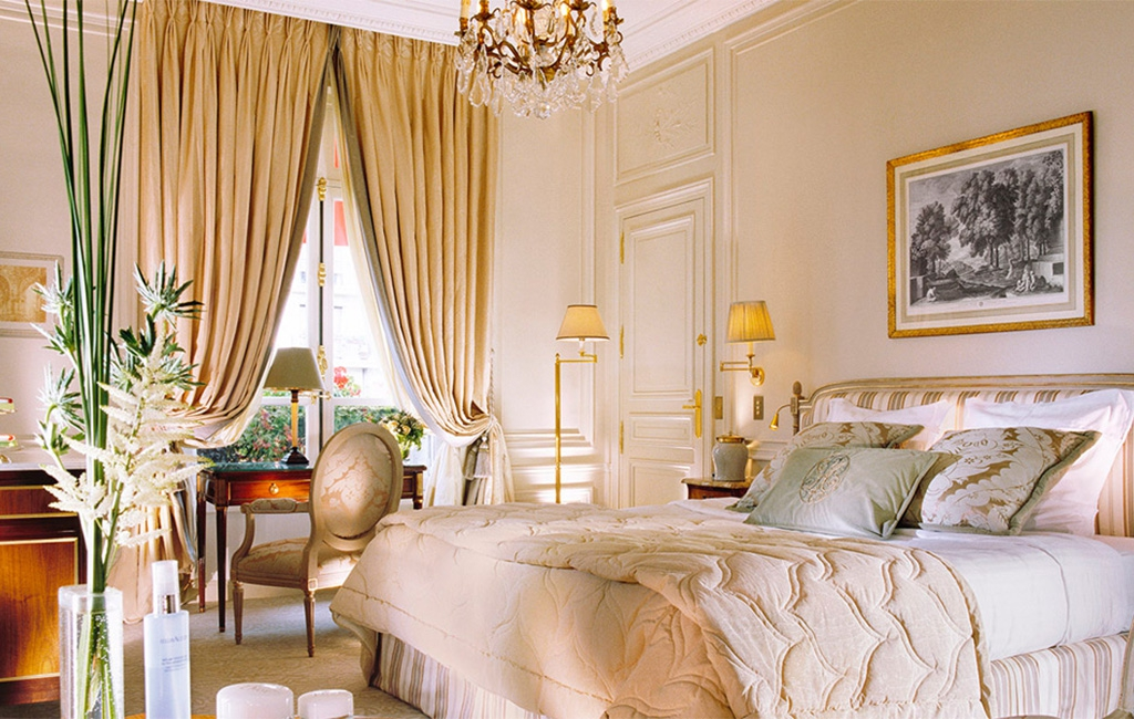 PLAZA  ATHENEE - Paris